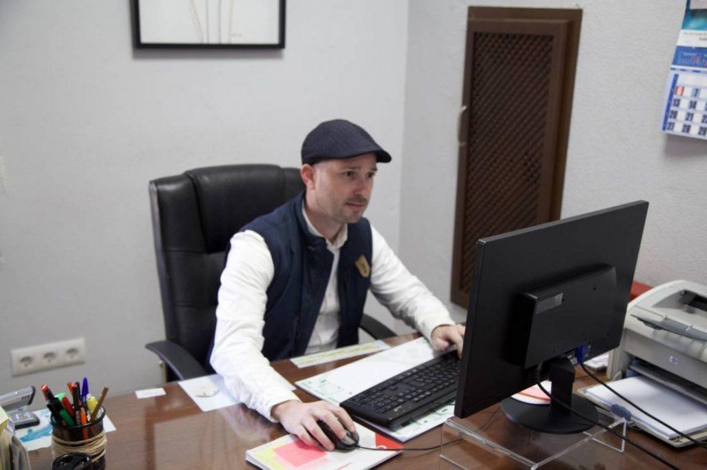 Emilio - gerente servicio atención al cliente