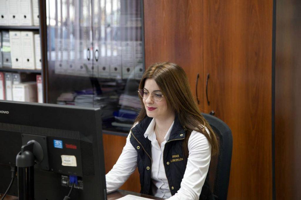 Ana - gerente departamento laboral